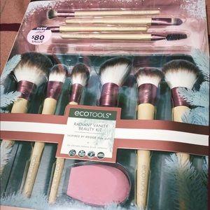 Ecotools Radiant Vanity make up brush set.